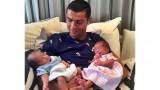 Кристиано показа близнаците!