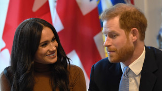 Защо Хари и Меган напуснаха кралския двор