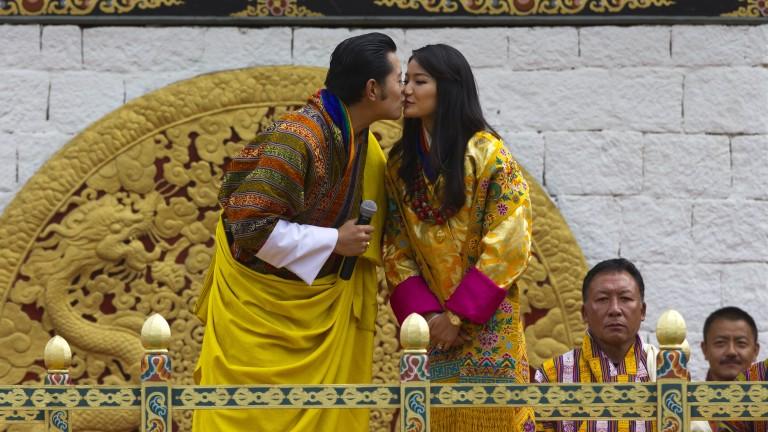 Защо кралското семейство на Бутан три месеца пази в тайна името на новия принц