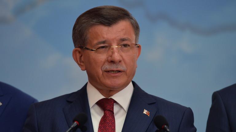Бившият премиер на Турция Ахмет Давутоглу обяви, че напуска управляващата