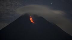 Индонезийският вулкан Мерапи изригва, стотици се евакуират