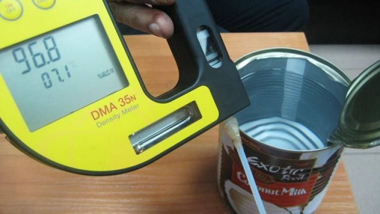 7200 л спирт в консерви, опаковани като кокосово мляко, задържаха