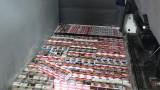Откриха близо 17 000 къса цигари в тайник на микробус
