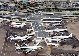 """Четирима са обвинени в заговор за взривяване на летище """"Кенеди"""""""