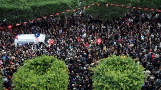 Политическата криза в Тунис се задълбочава