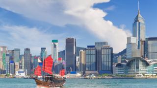 Най-богатата жена в Хонконг загуби половината си богатство за по-малко от 2 месеца