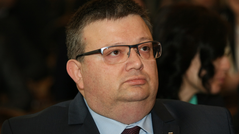 Цацаров пред австралийския посланик: Незаконен състав е освободил Полфрийман
