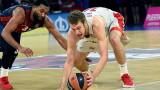 Александър Везенков с 10 точки и 7 борби за Олимпиакос срещу Перистери