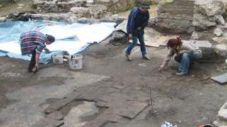 Археолози откриха овъглено древно жито