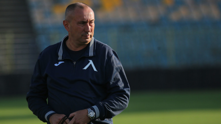 Станимир Стоилов все още няма договор с Левски