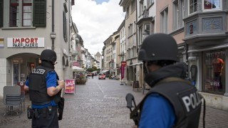 Заловиха похитителя, нападнал хора с моторна резачка в Швейцария
