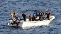 Сомалийски пирати отвлякоха германски товарен кораб