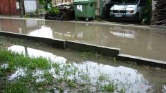 Цял квартал в град Роман е залят от вода