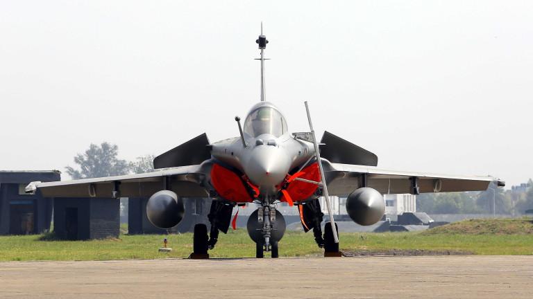 Министърът на отбраната на Индия официално приветства приемането на въоръжение