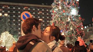 Столичното Коледно дърво засия