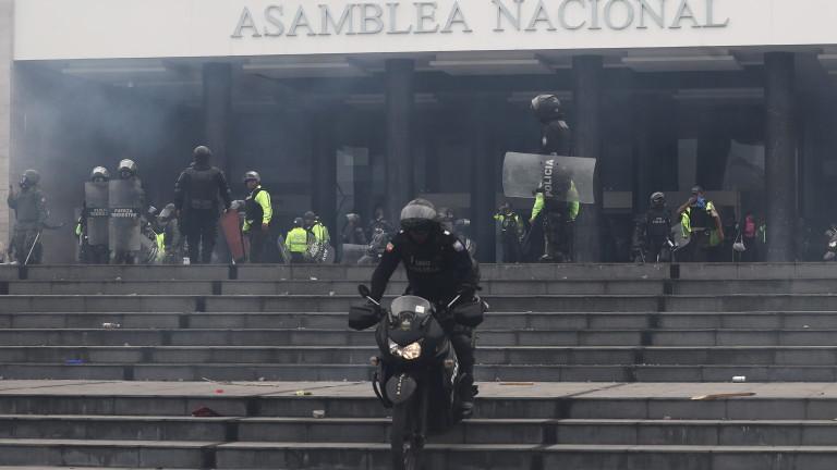 Протестиращите в Еквадор щурмуват парламента, ситуацията ескалира, президентът Ленин Морено