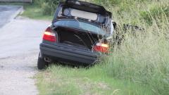 Три момчета откраднаха кола, катастрофираха и я зарязаха