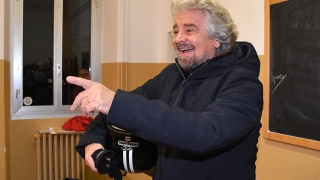 """Италианската """"Пет звезди"""" избира кандидат за премиер онлайн"""