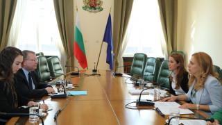 Марияна Николова: България осъжда нападенията над храмове