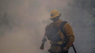 Мексико хвърля 101 пожарникари срещу огнената стихия в Калифорния