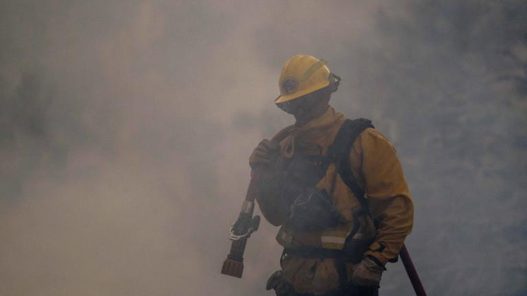 Мексико заяви в сряда, че ще изпрати 101 пожарникари в