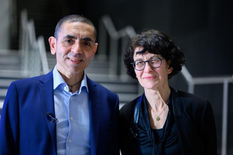 Шахин и съпругата му Йозлем Тюреджи