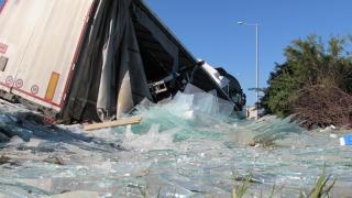 Пътят Проглед - Чепеларе е посипан със стъкла