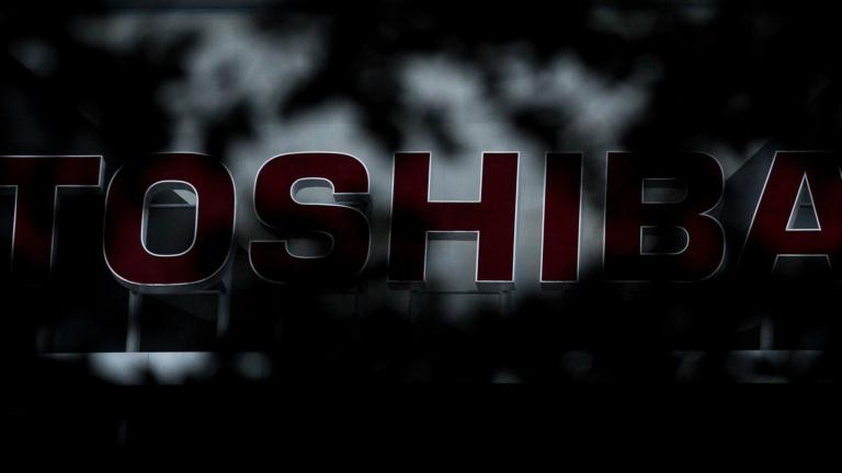 Apple и Dell продават обратно акциите си на Toshiba Memory