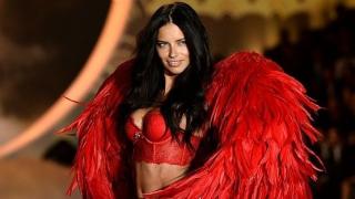 """Виж как ангелите на """"Victoria's Secret"""" играят футбол (ВИДЕО)"""