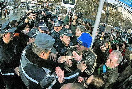 Повече полиция, отколкото граждани на протест срещу Путин