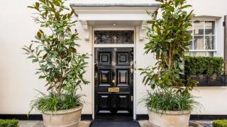 Продават малката версия на Белия дом за £2 500 000 (ГАЛЕРИЯ)