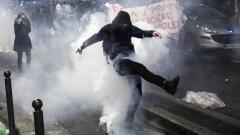 Сблъсъци между полицията и протестиращи в Париж