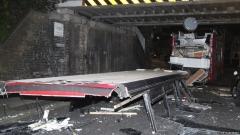 Двуетажен автобус се вряза в мост в Лондон, 26 души пострадаха