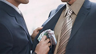 Арестуваха следовател от Ст. Загора с подкуп