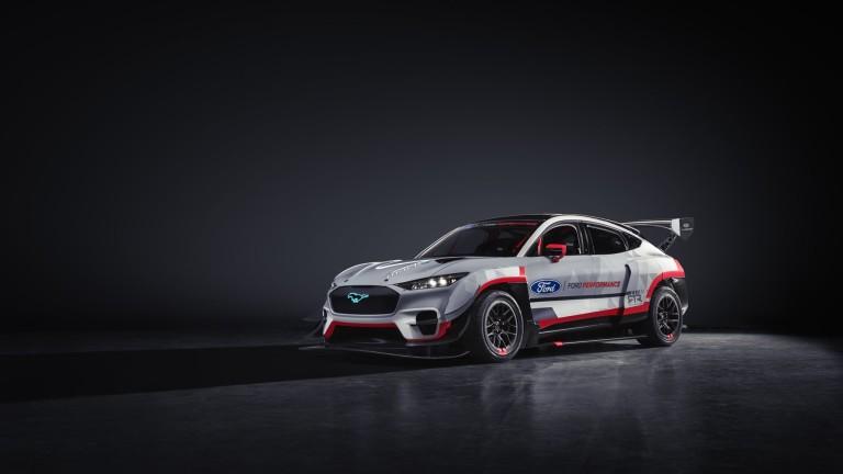 Продажбите на Ford Motor се изстреляха над прогнозираните от Wall