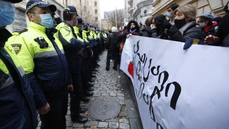 Сблъсъци в Тбилиси след оставката на премиера
