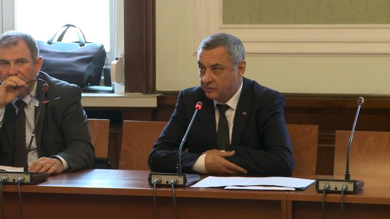 """Три месеца не стигат на новата депутатска комисия да разследва """"Белене"""""""