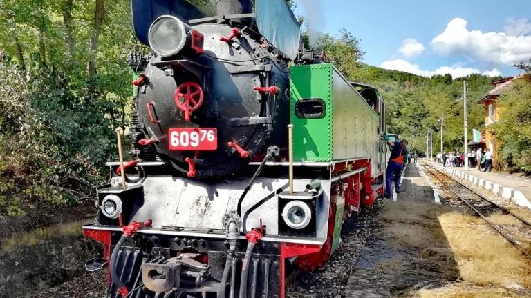 Атракционно пътуване с парен локомотив между Септември и Велинград организира