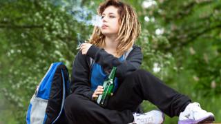България на първо място в света по пушещи тийнейджърки