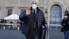 Италиански писател връща най-високия орден на Франция, протестира срещу връчването му на египетския президент