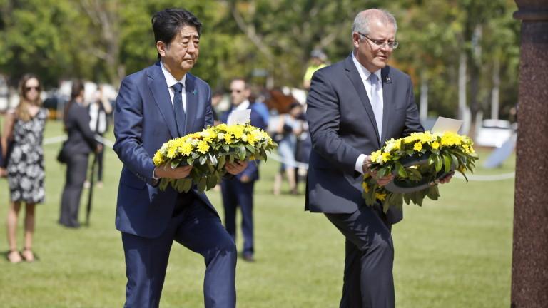 Премиерът Шиндзо Абе е първият лидер на Япония, който посети