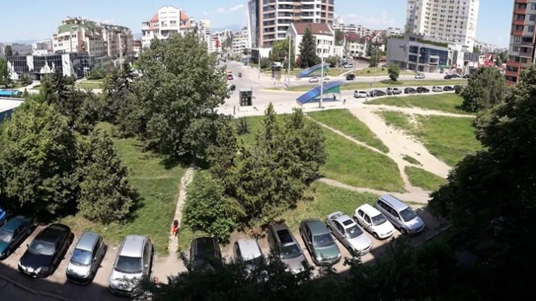 """Собственикът на терена пред блок 73 в """"Младост 1"""" протестира заедно с гражданите"""