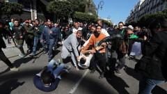 180 ранени при протест в Алжир, президентът Бутефлика е в болница