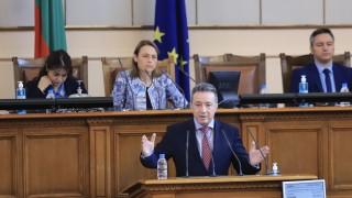 Янаки Стоилов пита КС как ВСС трябва да работи с другите институции