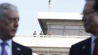 Не искаме война, обяви шефът на Пентагона до границата с КНДР