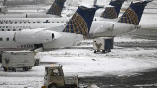2700 полета са отменени в САЩ заради силните снеговалежи