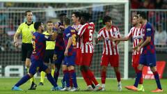 Две дузпи за Барса срещу Атлетико видя футболен анализатор в Испания