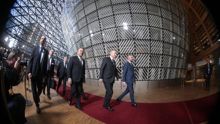 Президентът на Турция Реджеп Ердоган има нов придружител - термална