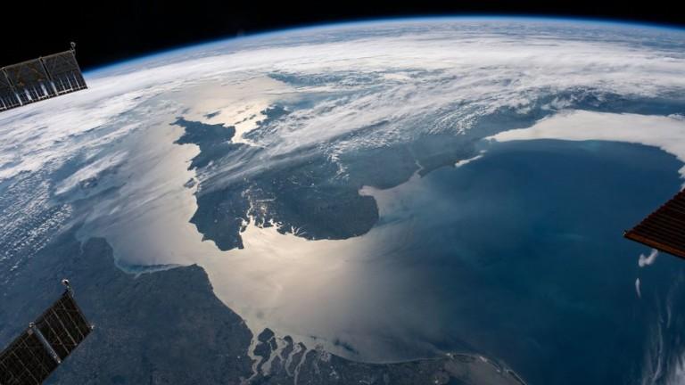 Руски модул изтласка Международната космическа станция от позицията й