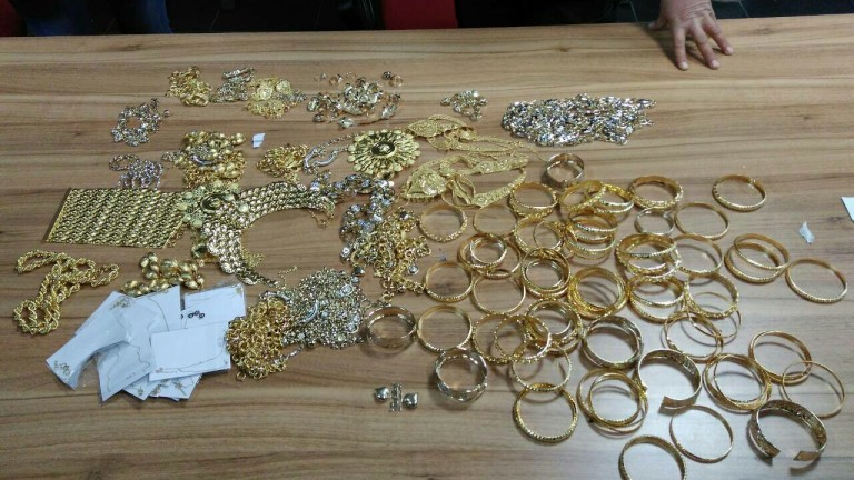 Митничари задържаха близо 2.600 кг златни бижута на стойност 194